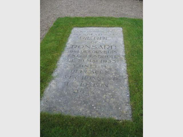 La tombe de Ronsard - Prieuré de Saint-Cosme
