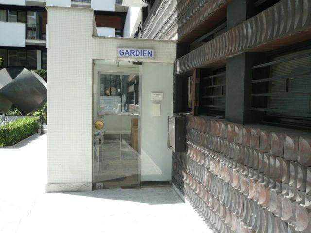 Gardien d 39 immeuble un m tier en pleine mutation maisonapart - Etrennes gardien immeuble ...