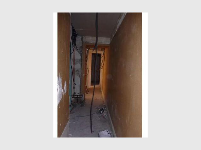 Le couloir avant rénovation - Rénovation appartement Lyon