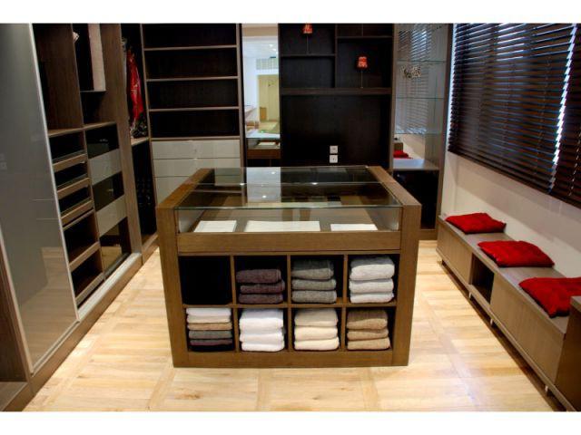 bain douche le luxe s 39 expose. Black Bedroom Furniture Sets. Home Design Ideas
