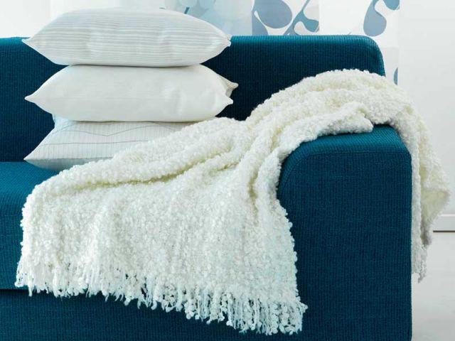 plaid sur canapé