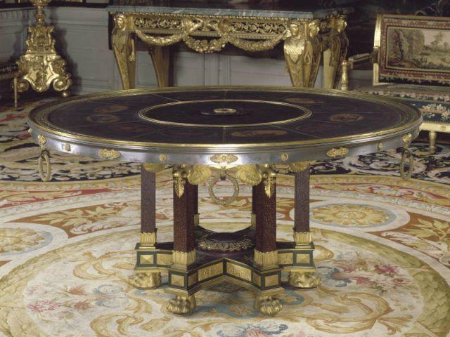 fontainebleau montre ses tr sors cach s. Black Bedroom Furniture Sets. Home Design Ideas