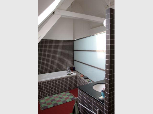 Des astuces pour optimiser une mini salle de bains for Mini baignoire deco