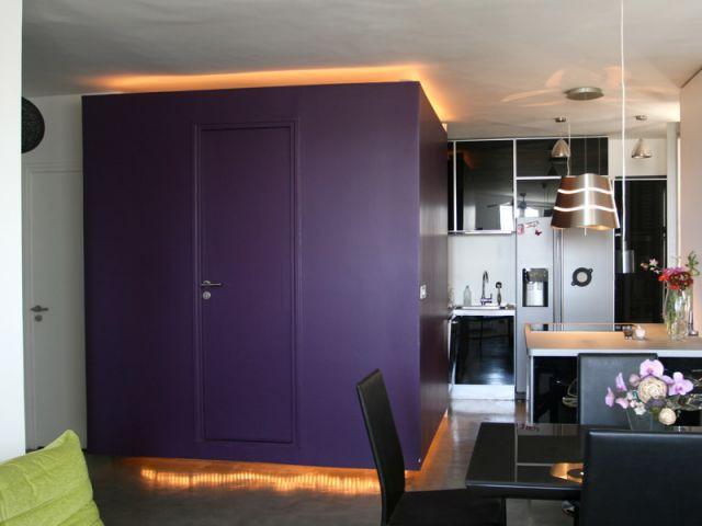 1 dressing isolant au milieu du salon. Black Bedroom Furniture Sets. Home Design Ideas