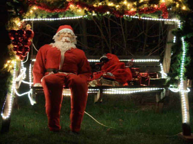 Le Père Noël - Noel maison illuminée 2010