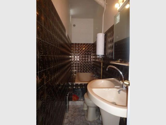 Une vraie salle de bains am nag e dans 3m2 for Salle de bain etroite