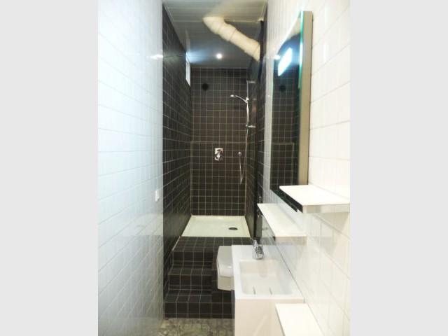 Une vraie salle de bains am nag e dans 3m2 for Salle de bain dans un couloir