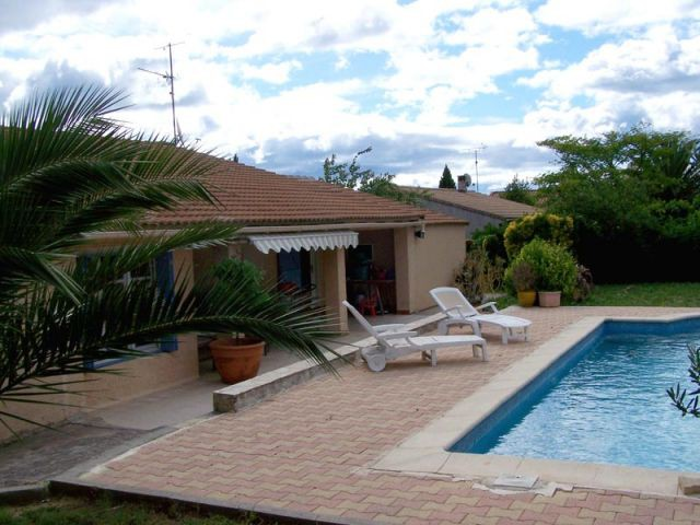 Avant - côté jardin - Maison autour d'une piscine