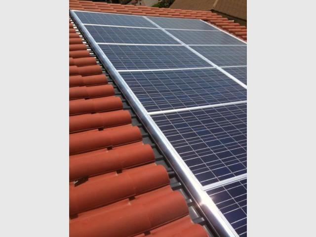 Solaire photovoltaïque - Maison autour d'une piscine