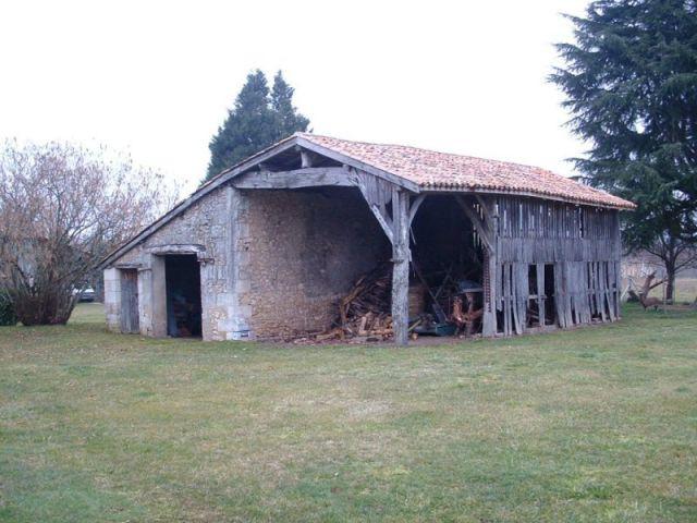 Une maison bois construite sur les vestiges d 39 un hangar for Architecte batiment agricole