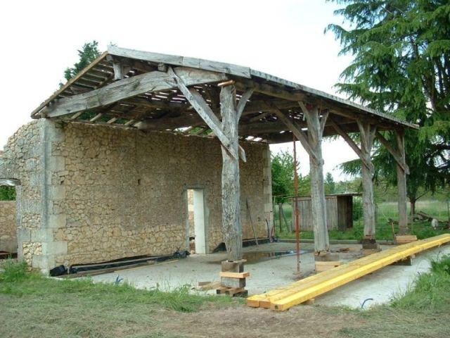 une maison bois construite sur les vestiges d 39 un hangar agricole. Black Bedroom Furniture Sets. Home Design Ideas