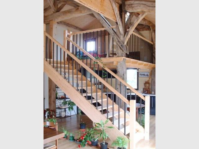 Une maison bois construite sur les vestiges d 39 un hangar for Construire une maison sur un terrain agricole