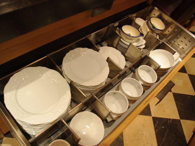 Tiroir assiettes - Reportage cuisine sous-sol