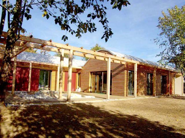 Une maison bois bioclimatique 2 ailes for Maison bois bioclimatique