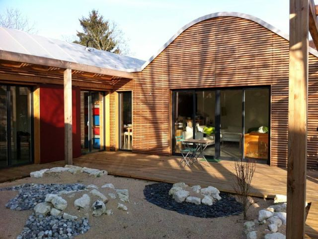 une maison bois bioclimatique 2 ailes. Black Bedroom Furniture Sets. Home Design Ideas
