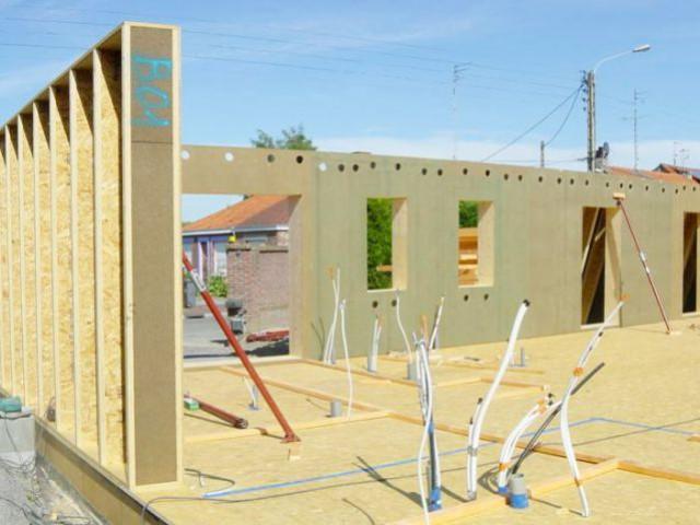 Maison passive - Montage de l'ossature - Maison passive Neuville en Ferrain