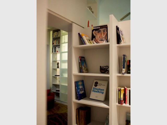 Une cloison biblioth que pour r organiser un appartement for Cloison amovible bibliotheque