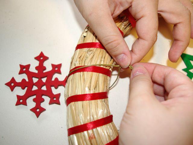 Couronne de Noël - Suspensions rouges - Pas à pas couronne de Noël