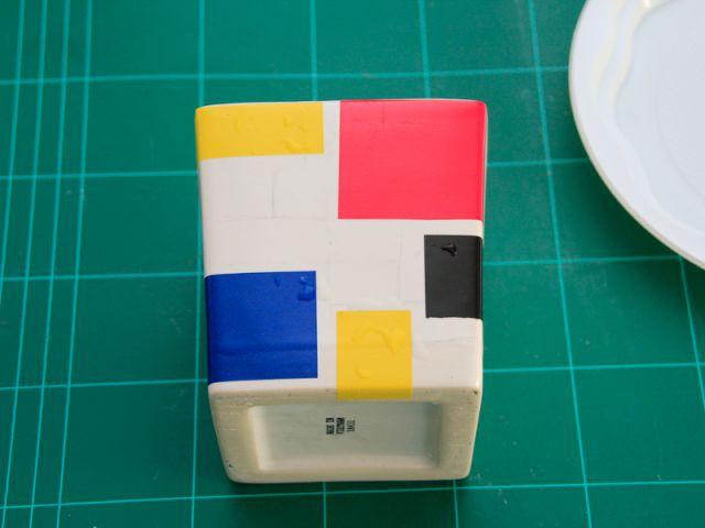 Coller les carrés de couleur - Les Ateliers de Mireia
