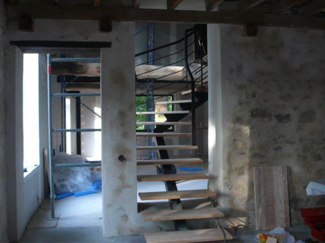 L'installation de l'escalier - Herbes folles