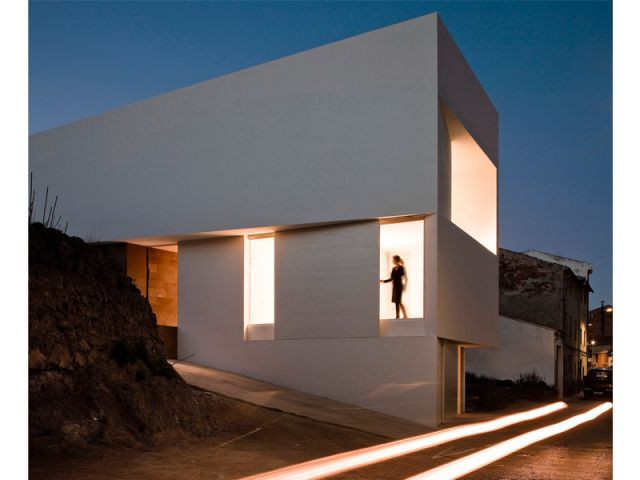 Maison sur la colline du château - le soir - 9 architectes / 9 propositions