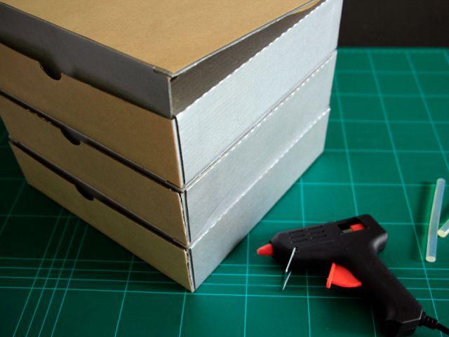 Coller les boîtes entre elles - Les Ateliers de Mireia