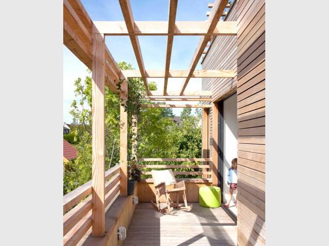 Des pergolas pour filter le soleil - Maison éco-durable-reportage