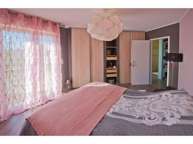Une maison bois en forme de u for Renover chambre a coucher