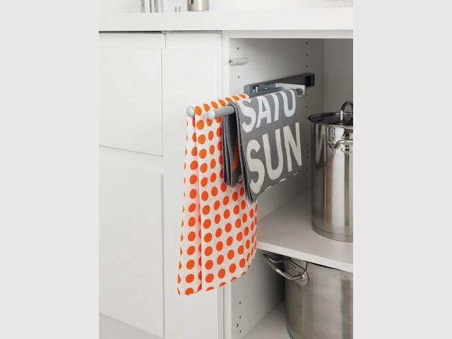 Dans la cuisine chaque objet son rangement - Rangement torchons cuisine ...