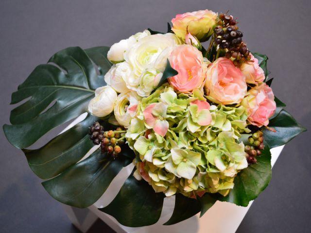 apprenez cr er un bouquet de fleurs artificielles. Black Bedroom Furniture Sets. Home Design Ideas