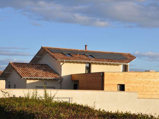 Panneaux photovoltaïques  - Maison Basse Consommation Val de Saône Bâtiment