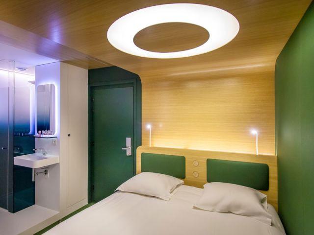 1 h tel futuriste imagin par ora to. Black Bedroom Furniture Sets. Home Design Ideas