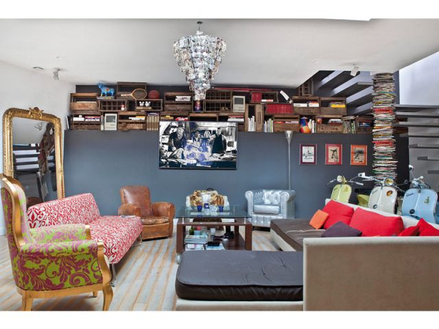 Un salon coloré où les styles se mélangent - Duplex Carlos Pujol