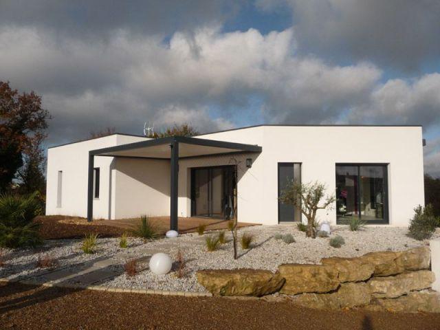 Une maison contemporaine fait rimer domotique et bioclimatique for Renover sa maison gratuitement