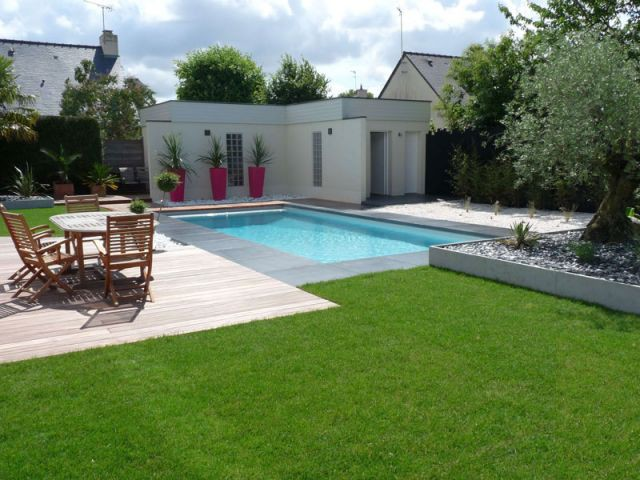Cure de jouvence pour un jardin breton for Amenagement terrasse piscine