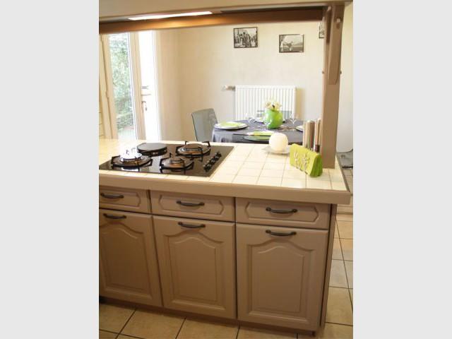 Elegant repeindre ses meubles with repeindre vieille cuisine - Repeindre une vieille cuisine ...