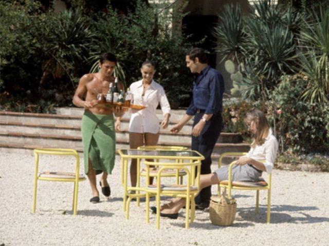 le mobilier du film la piscine mis en vente. Black Bedroom Furniture Sets. Home Design Ideas