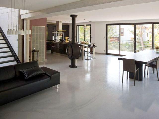 une maison b ton du sol au plafond. Black Bedroom Furniture Sets. Home Design Ideas