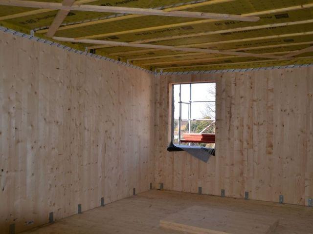 Une maison en bois massif mont e en 4 jours for Interieur maison bois massif