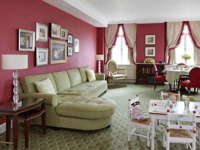 une suite nursery pour le futur b b royal. Black Bedroom Furniture Sets. Home Design Ideas
