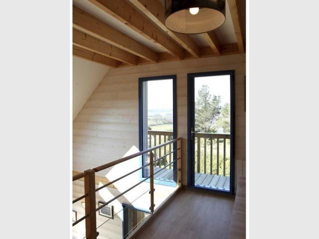 Intérieur chaleureux - maison bioclimatique Bretagne