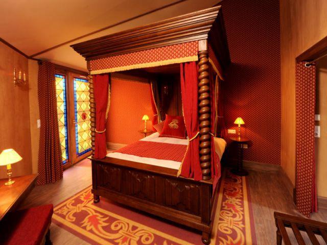 les h tels du puy du fou de la rome antique la renaissance. Black Bedroom Furniture Sets. Home Design Ideas