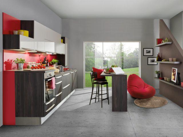 Un coin repas int gr la cuisine comme un ilot central for Salon tout en longueur