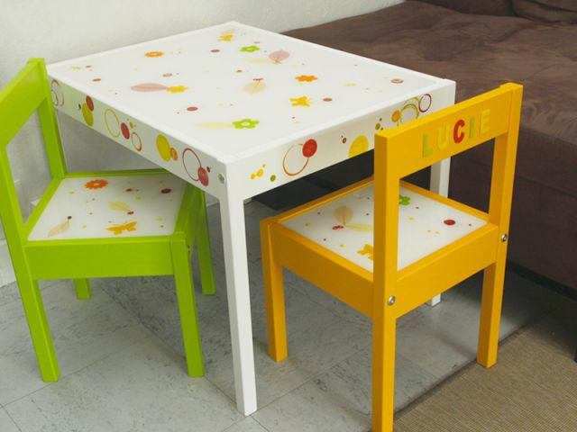 customiser un meuble pour votre enfant et avec lui une table et des chaises. Black Bedroom Furniture Sets. Home Design Ideas