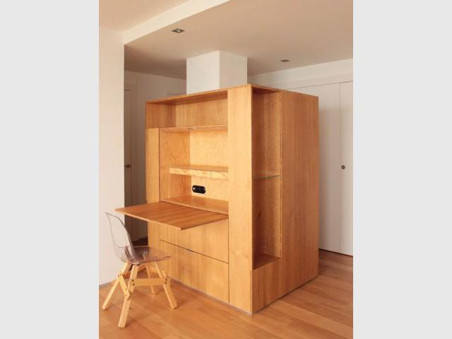 10 meubles multifonctions qui structurent l 39 espace. Black Bedroom Furniture Sets. Home Design Ideas