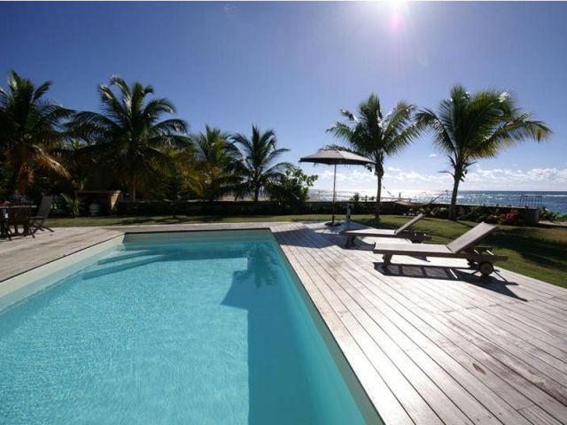 Construire une villa de r ve sur un terrain difficile for Construction piscine terrain agricole