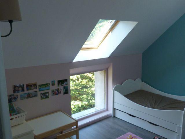 am nager un grenier en chambre des combles deviennent de joyeuses chambres d 39 enfants. Black Bedroom Furniture Sets. Home Design Ideas