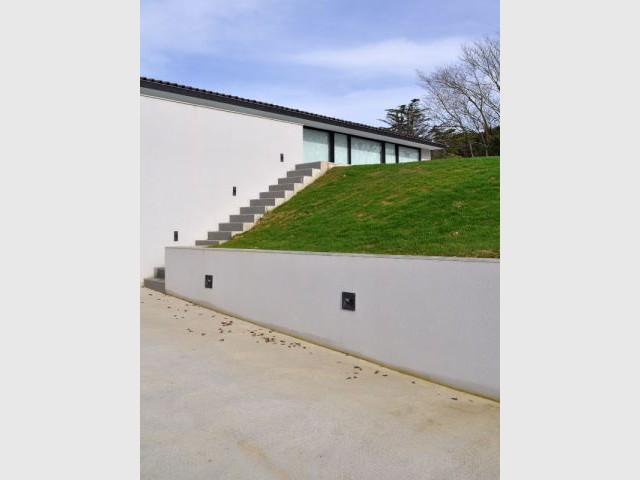 Super Maison d'architecte : Une villa moderne semi-enterrée sur les  FY76