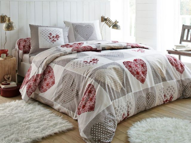 Des parures de lit moins de 100 euros for Parure de lit blanche porte