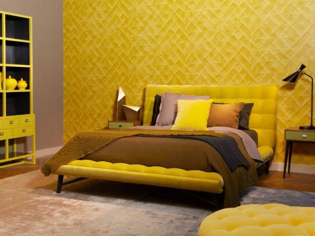Une chambre qui joue sur les codes couleur des sixties for Roche bobois chambre